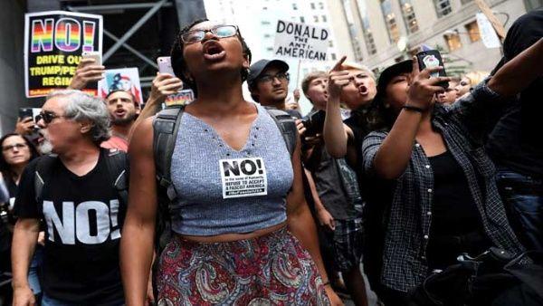 El presidente Donald Trump sostuvo varias reuniones a pesar de las manifestaciones realizadas en la ciudad.
