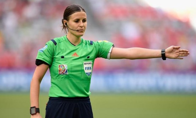 Mujeres arbitrarán Mundial de FIFA