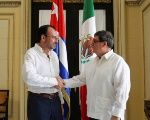 Cuba's Foreign Minister Bruno Rodriguez (R) shakes hands with Mexico's Foreign Minister Luis Videgaray at the foreign ministry in Havana, Cuba, August 17, 2017