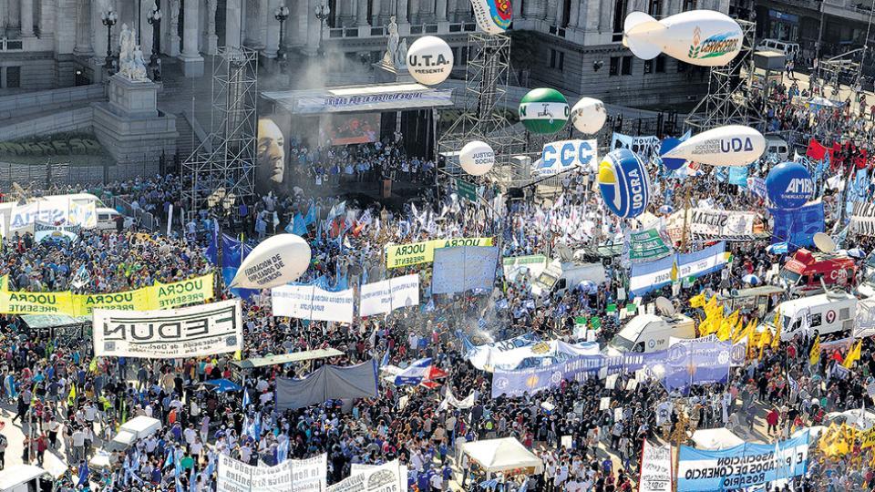 Argentinos exigen al Gobierno responder a peticiones laborales