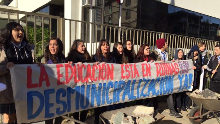 Estudiantes secundarios de Chile rechazan ley de educación