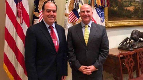 Durante meseslaoposición venezolana ha pedido a EE.UU. una intervención militar y un bloqueo financiero a Venezuela.