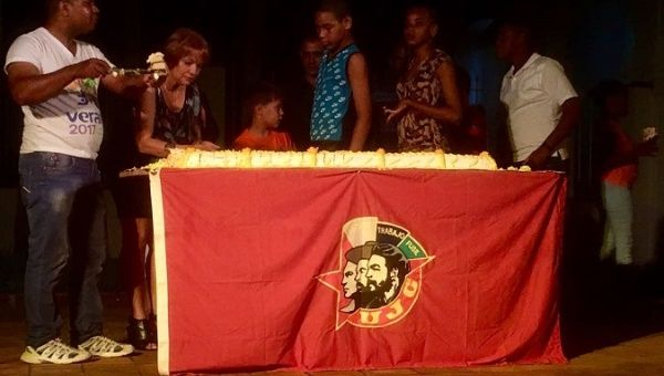UJC members cut a cake in honor of Fidel Castro