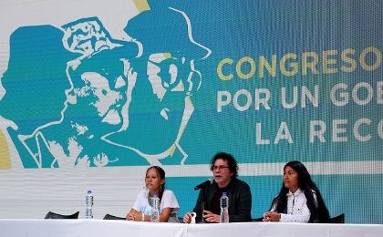 FARC leader Pastor Alape (C) during a press conference at the movement