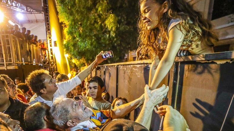 """En el marco de la caravana """"Lula por Brasil"""", el exmandatario ha realizado diversos actos con los movimientos populares locales, donde ha agradecido al pueblo el cariño y el apoyo otorgado."""