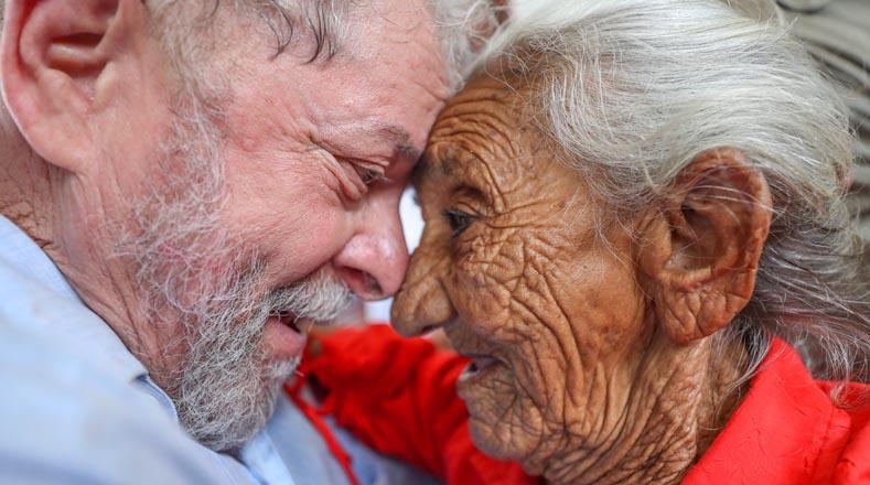 A través de la caravana, que concluirá el 5 de septiembre en Sao Luis, estado de Maranhao, Lula ha difundido historias de transformaciones gracias las políticas sociales realizadas por los Gobiernos del exmandatario y de la presidenta electa de Brasil, Dilma Rousseff, destituida en 2016 tras un golpe parlamentario.