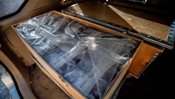 La policía científica venezolana halló cuatro cajas de madera con 60.000 dólares en carro vinculado a Tintori.