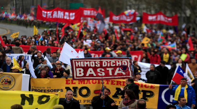 Chilenos se movilizaron desde la Plaza Italia en rechazo a la reforma de las Administradoras de Fondos de Pensiones (AFP).