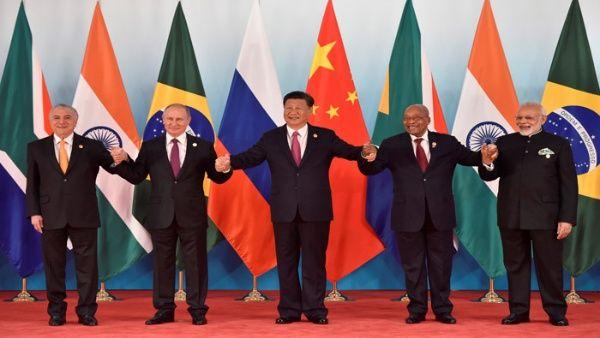 En la ciudad costera los cinco líderes se tomaron la foto oficial de la cumbre.