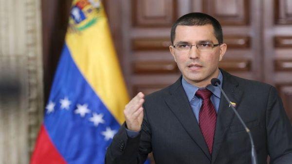 """El canciller Jorge Arreaza indicó que este hecho es """"otra prueba irrefutable de la existencia de mercenarios mediáticos""""."""