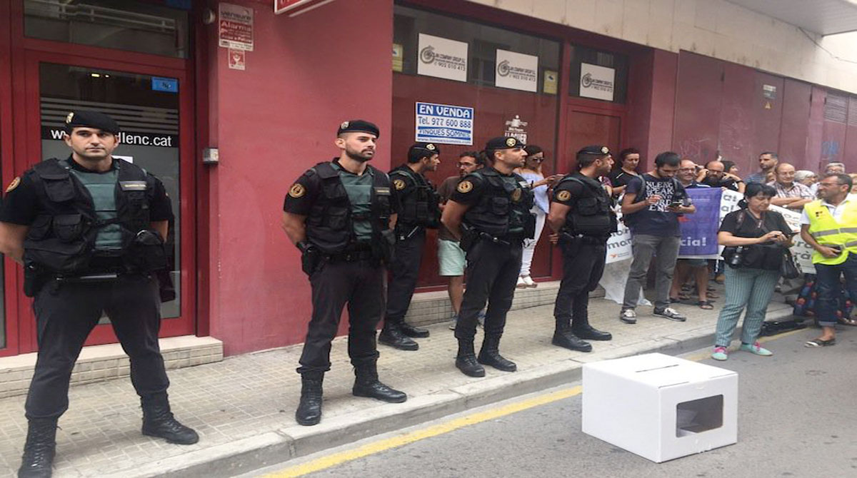 La Guardia Civil allanó el semanario durante cinco horas.