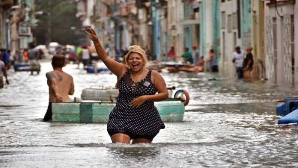 Pasada la tensión del Irma, los cubanos se desquitaron con humor y conga.