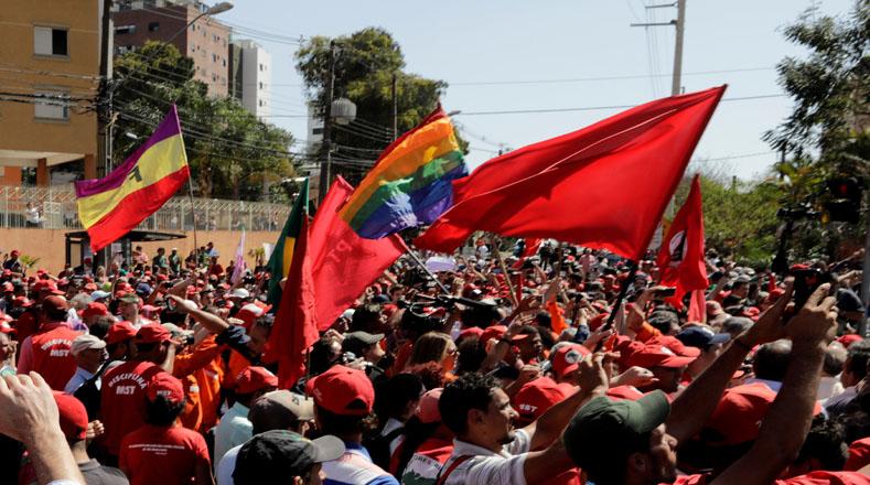 El Frente Brasil Popular convocó a los brasileños a participar en actividades para solidarizarse con Lula y para repudiar la persecución política en su contra