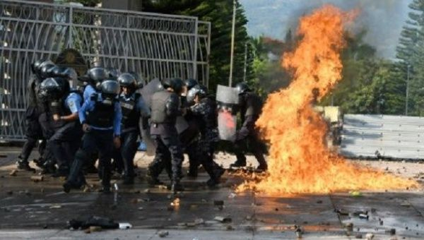 Students throw Molotov cocktails at riot police on September 13, 2017 in Tegucigalpa.