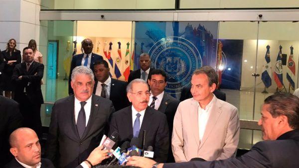 En las reuniones, sirven de mediadores el expresidente español José Luis Rodríguez Zapatero y el presidente de R. Dominicana, Danilo Medina.