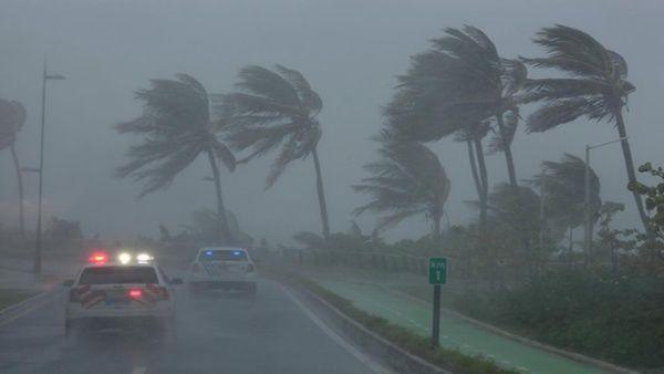El huracán adquirió la categoría tres en su paso por el Caribe y se espera que aumente su clasificación con el paso de las horas.