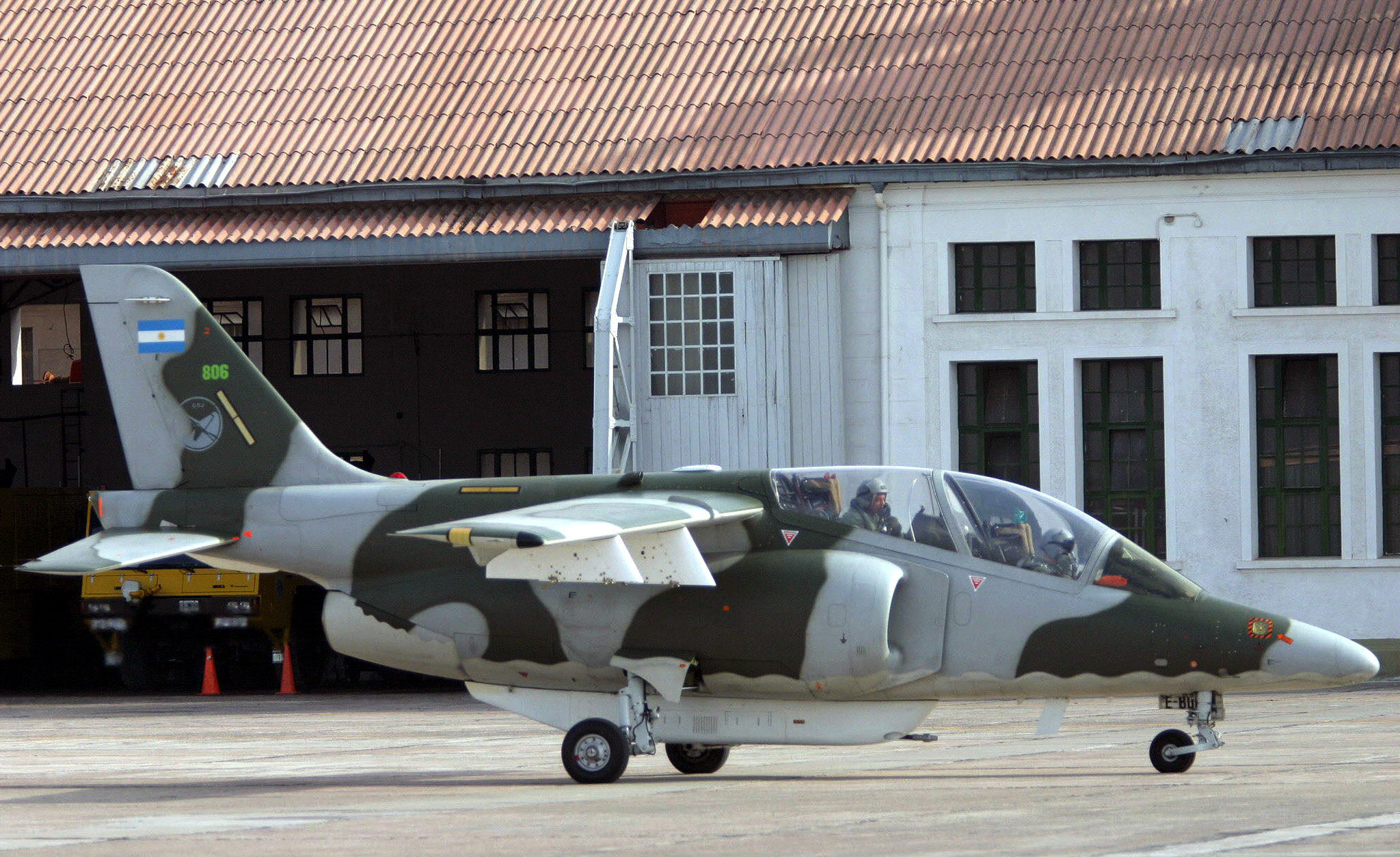 Bolivia tiene previsto comprar aviones y proyectiles a Argentina