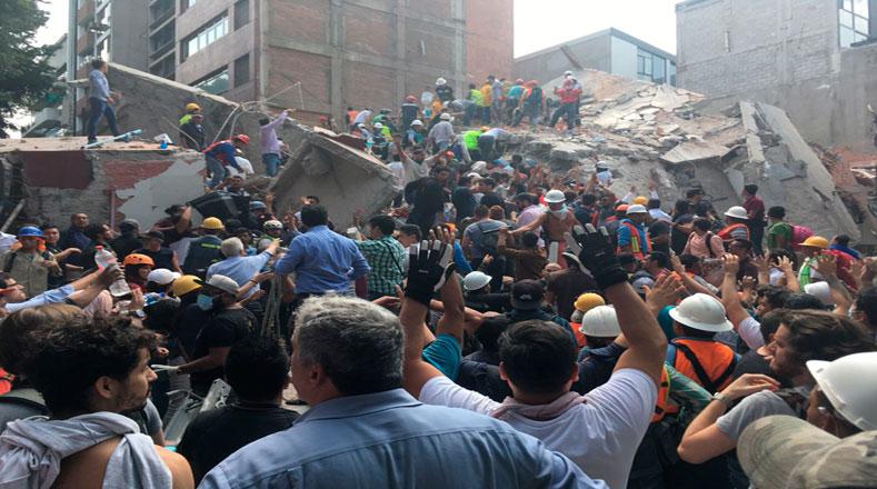 Los mexicanos apostaron por la solidaridad y entre todos apoyaron a los rescatistas con las labores.