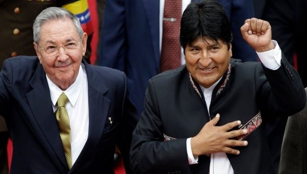 The Cuban President Raul Castro (L) and his Bolivian counterpart Evo Morales (R).