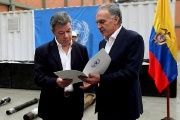 Colombian President Juan Manuel Santos (L) with the head of the United Nations Mission in Colombia Jean Arnault (R).