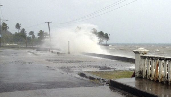 Cyclone Evan hits Leuvka on Fiji