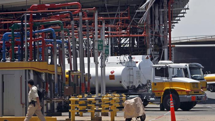 Argentina liberará en octubre precios de combustibles