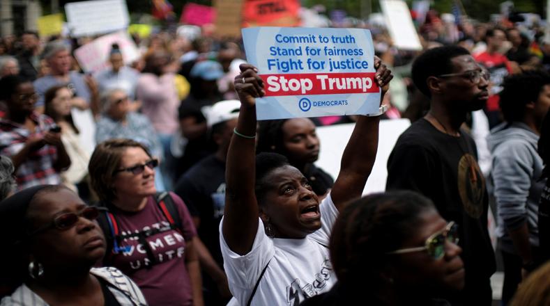 """Con dos movilizaciones paralelas, """"Marcha por las Mujeres Negras"""" y """"Marcha por la Justicia Social"""", los estadounidenses se concentraron en el Departamento de Justicia, y luego confluyeron en la Explanada Nacional."""