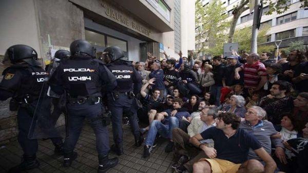 La Policía Nacional emprende sus acciones en contra de la consulta.