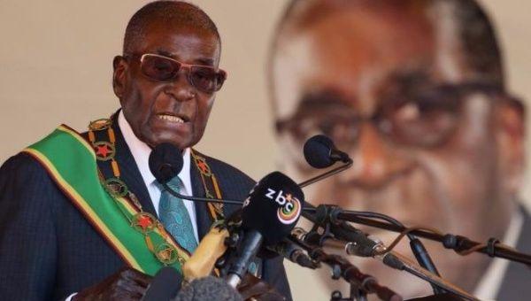 El presidente zimbabuense Robert Mugabe