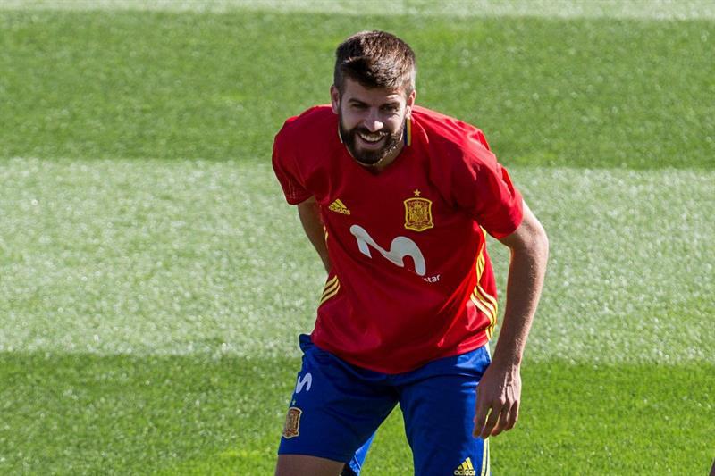 Españoles piden salida de futbolista catalán de la selección