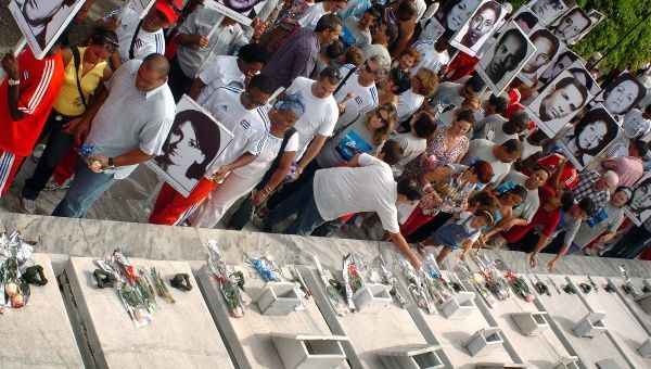 Relatives of the 73 killed in the terrorist attack of Oct. 6, 1976 demand justice, 2007.
