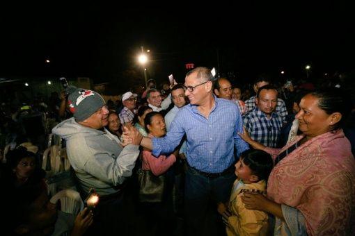 El 3 de agosto, el presidente de Ecuador Lenín Moreno retiró de sus funciones a su vicepresidente Jorge Glas, por medio de un decreto.