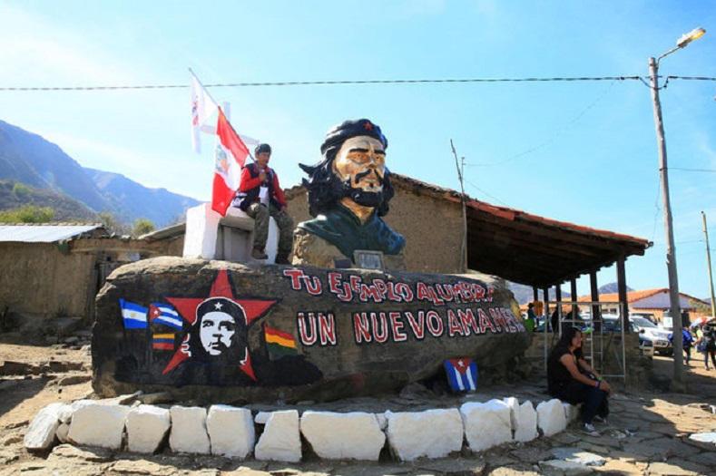 Supporters visit the statue of Ernesto Che Guevara in La Higuera where he was executed, Santa Cruz, Bolivia, October 8, 2017.