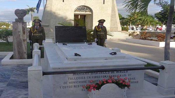El acto fue encabezado por el presidente Raúl Castro junto a la secretaria de la Federación de Mujeres Cubanas, Teresa Baduel.