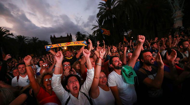 [EFE] 8 de Diciembre de 2017 - España afronta nuevas elecciones en medio de la incertidumbre por el referéndum de independencia de Cataluña 2017-10-10t175812z_721693796_rc183b360020_rtrmadp_3_spain-politics-catalonia