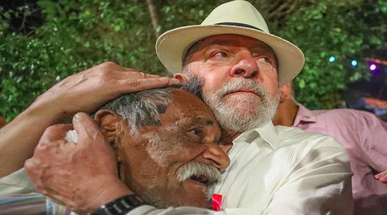 """""""No es posible que Minas Gerais avance si la gente de Couto de Magalhães no tiene un trabajo, un sueldo decente ni jubilación"""", expresó el lídel del PT."""