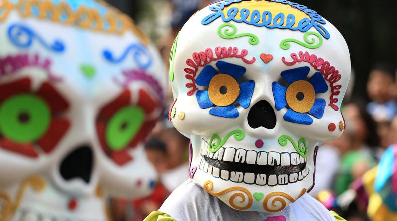 El Día de los Muertos es una tradición mexicana que señala el regreso de las almas de los seres queridos a sus casas para convivir con sus allegados.