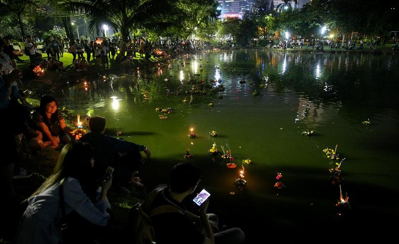 Festival yi peng ilumina el cielo de tailandia - Como deshacerse de la mala suerte ...
