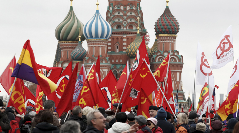 A pesar que la Revolución fue en octubre, en la actualidad Rusia celebra la festividad en noviembre debido que anteriormente se regían por el calendario juliano y ahora usan el gregoriano .