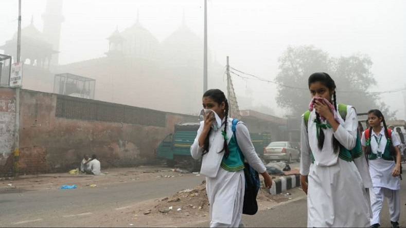 """The air quality in Delhi is deteriorating, we should not put the health of children at risk,"" New Delhi Deputy Prime Minister Manish Siso said."