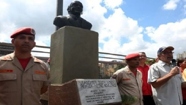 The bust was accompanied by a plaque which honored Lenin