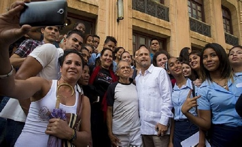 The Puerto Rican freedom fighter poses with University of Havana students who he said were the driving force of the future.
