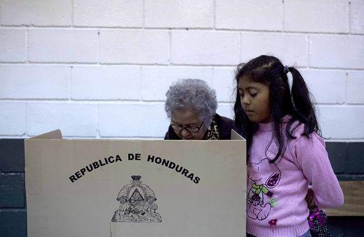 Juan Orlando Hernández aspira a la reelección pese a que está prohibida en la Constitución.