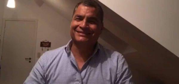 """""""O la Revolución Ciudadana madura, evoluciona y se proyecta, o solo fue un gran momento en la historia"""", ha dicho Correa por medio de su cuenta en Facebook."""