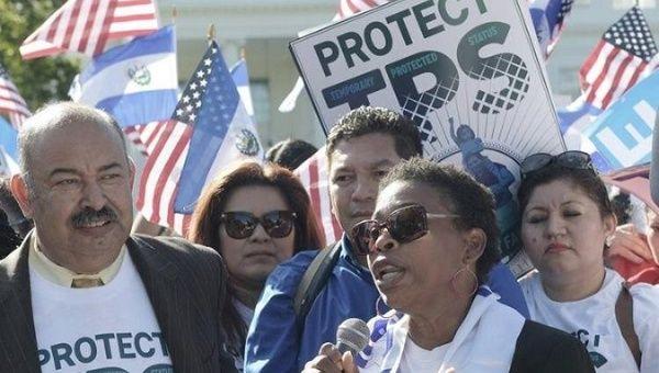 Honduran Tps Recipient Martha Connor Joins A Rally In Solidarity With Salvadoran Tps Recipients In Washington
