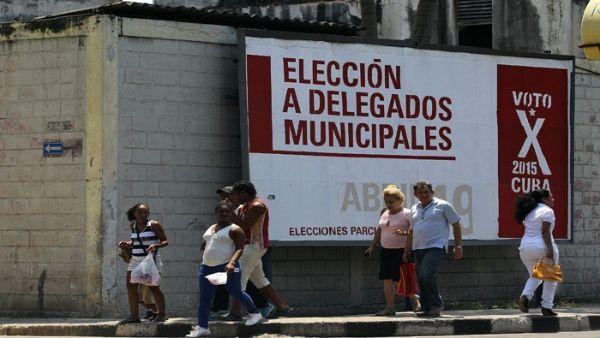 La isla desarrolla un espacio democrático y popular para los comicios, que incluye a niños, adolescentes y jóvenes para custodiar las urnas.
