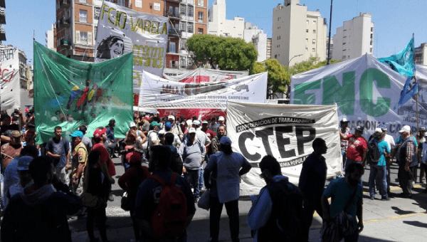 Members of  Milagro Sala Front, the Confederation of Workers of the Popular Economy and the National Campesino Front protesting in Buenos Aires, Nov 22, 2017.