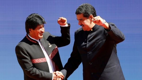 Bolivian President Evo Morales (L) shakes hands with his Venezuelan counterpart Nicolas Maduro at the Fourth Gas Exporting Countries Forum in Santa Cruz, Bolivia, November 24 , 2017.