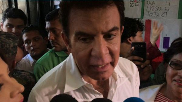 El magistrado presidente del TSE, David Matamoros, informó que Nasralla lidera los comicios con 855.847 votos.