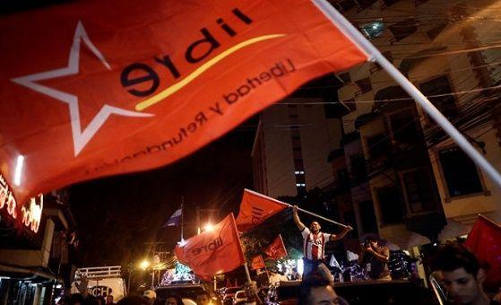 Los seguidores de Nasralla no tardaron en salir a las calles a celebrar.